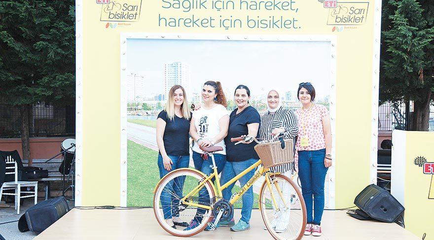 Hareketli yaşama öncülük etmek amacıyla hayata geçirilen Sarı Bisiklet Sosyal Sorumluluk Projesi, ETİ ve Aktif Yaşam Derneği tarafından yapılıyor. Bisikleti gündelik yaşama katmayı amaçlayan, bu süreçte 'kadınları' ve 'mahalleleri' projenin merkezine yerleştiren iki kurum, sağlıklı bir yaşam için bisiklet kullanımını teşvik ediyor.