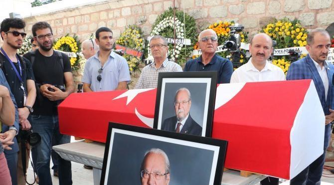Prof. Dr. Halil İnalcık Fatih Camii Haziresi'nde toprağa verildi