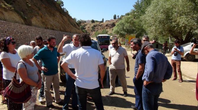 Munzur Vadisi'nde festivalcilerle polisin 'kapalı yol' kavgası