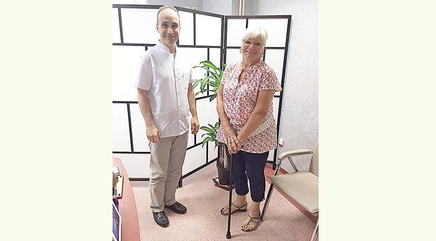 Daha önce eşinin yardımıyla yürüyebilen, sürekli ağrı çeken Geraldine Ann Mcavan, Türk doktorlar sayesinde şimdi tek başına yürüyebiliyor.