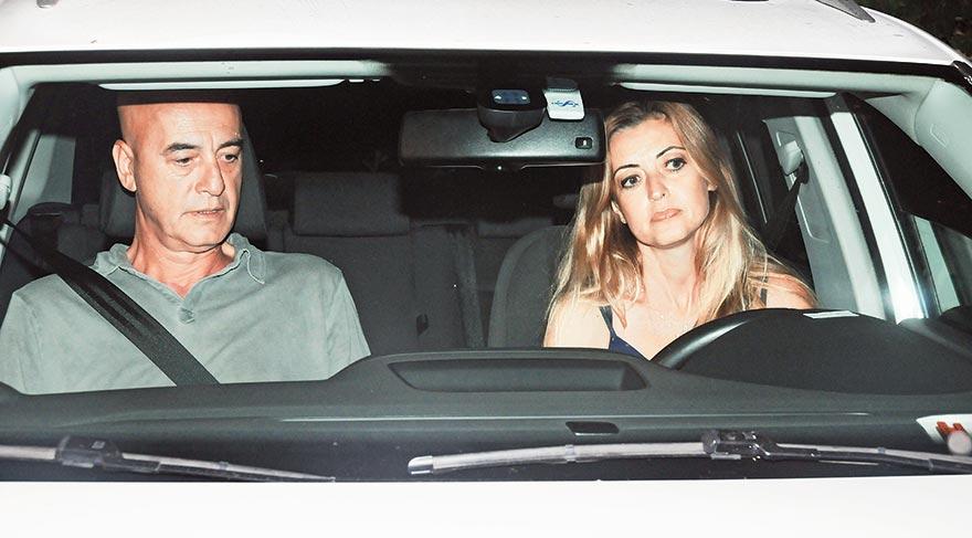 ESKİ EŞİ DE PARTİYE KATILDI Aksu'nun doğum günü partisine 1993 yılında evlendiği ve kısa süre sonra boşandığı Ahmet Utlu yeni sevgilisiyle birlikte katıldı.