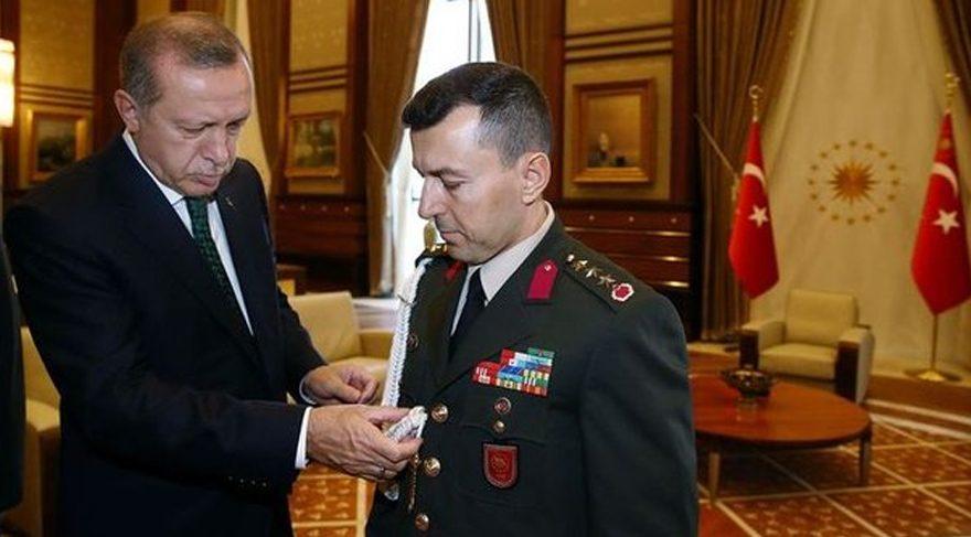Albay Ali Yazıcı'nın yaverlik kordonunu Cumhurbaşkanı Erdoğan kendi elleriyle takmıştı.