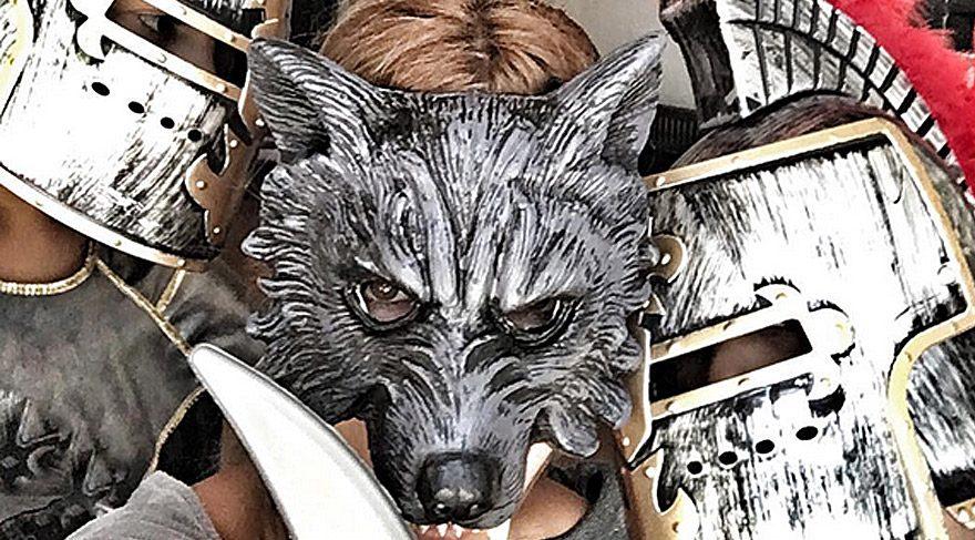 Maskenin ardındaki Çağla Şikel