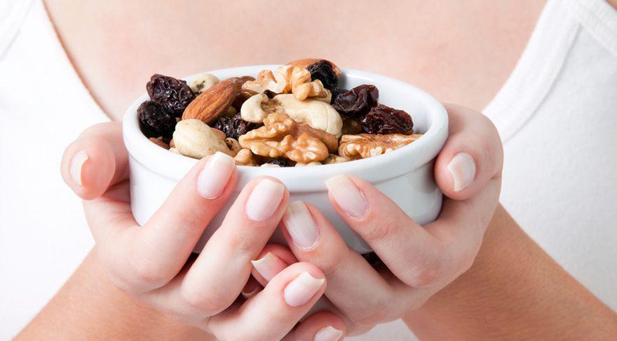 Sağlıklı bir cilt için kuruyemiş yiyin