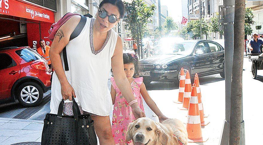 Işın Karaca kızıyla alışverişte