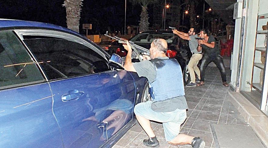Cumhurbaşkanı R. Tayyip Erdoğan'ın kaldığı otele askeri helikopterden ateş açan darbeci hainlerle Cumhurbaşkanlığı korumaları uzun süre çatıştı. Kahraman polisler, yerden helikoptere ateş açarak hainleri püskürttü.