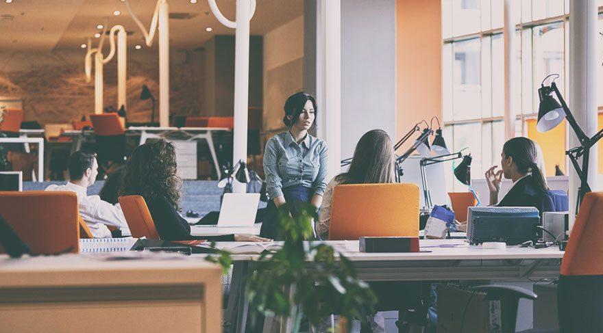 Yay: İş ve kariyerinizi ilgilendiren konularda bu tarihe kadar iletişim odaklı olacağınıza işaret etmektedir. İş arayanlar bu süreçte bir çok iş görüşmesine gidebilirler. İş ve kariyerinize ilişkin konularda daha detaycı ve titiz olacaksınız. Sizleri memnun etmek pek kolay olmayacaktır.