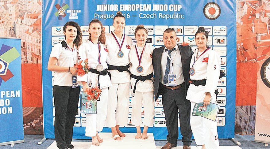 Genç judocular Prag'da zirvede