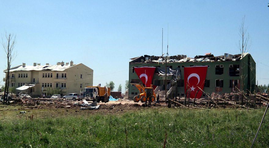 Hainlerin Mardin'den sonra bombalı araçla saldırdıkları Van Erciş'teki Pay karakolu ve lojmanlar bu hale geldi