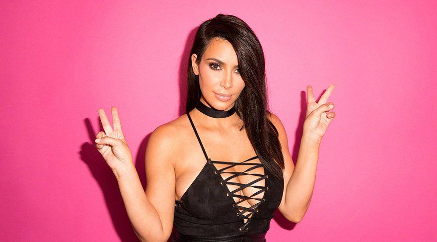 Kim Kardashian GQ partisinde verdiği pozla olay oldu