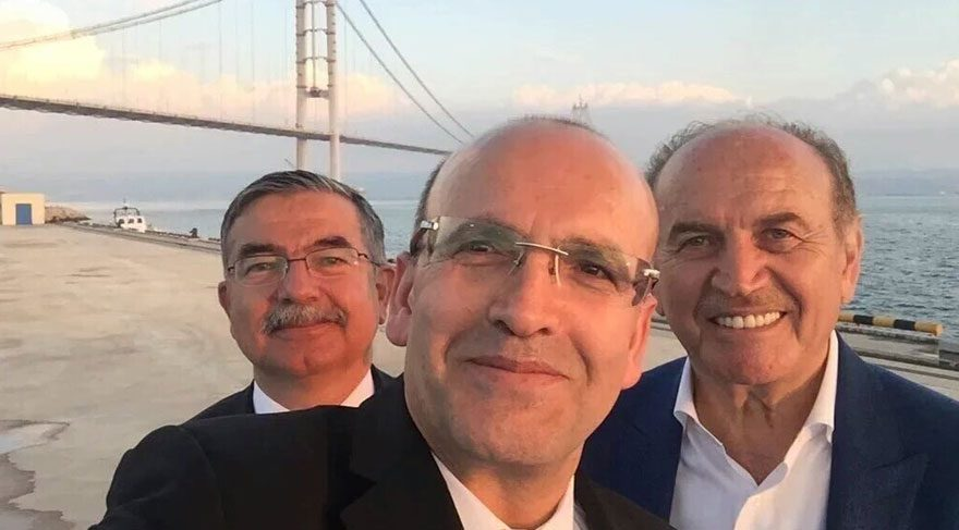 Türkiye yasta, devlet 'bayram havası'nda