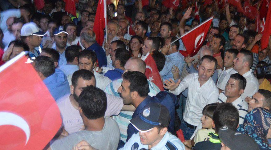 Demokrasi nöbetinde AKP ve CHP'liler karşı karşıya geldi