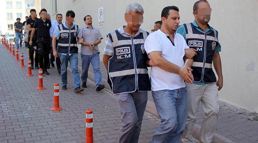 Darbe girişimiyle ilgili başlatılan soruşturma kapsamında Kayseri'de FETO PDY YE bağlı olduğu ileri sürülen okul ve yurtlarda eğitimci 15 kişi nöbetçi -mahkemeye çıkarılmak üzere adliyeye gönderildi.