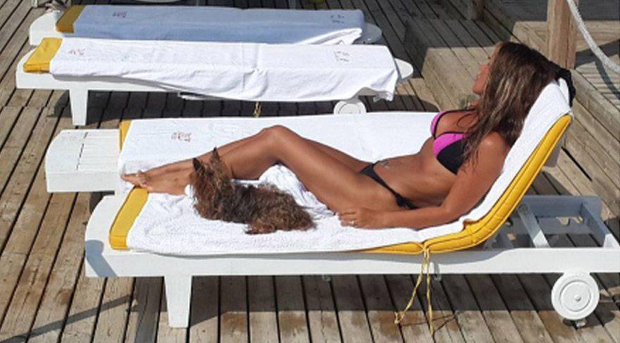 Seren Serengil köpeği Lady ile denizde