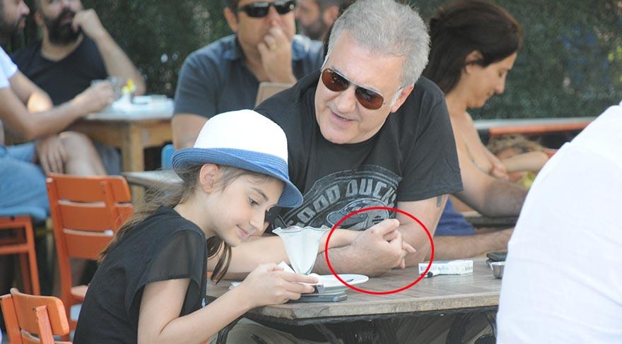 Tamer Karadağlı kızı Zeyno ile Bebek'te
