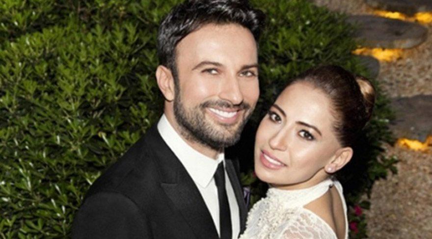 Tarkan ve eşi Pınar Dilek havaalanında