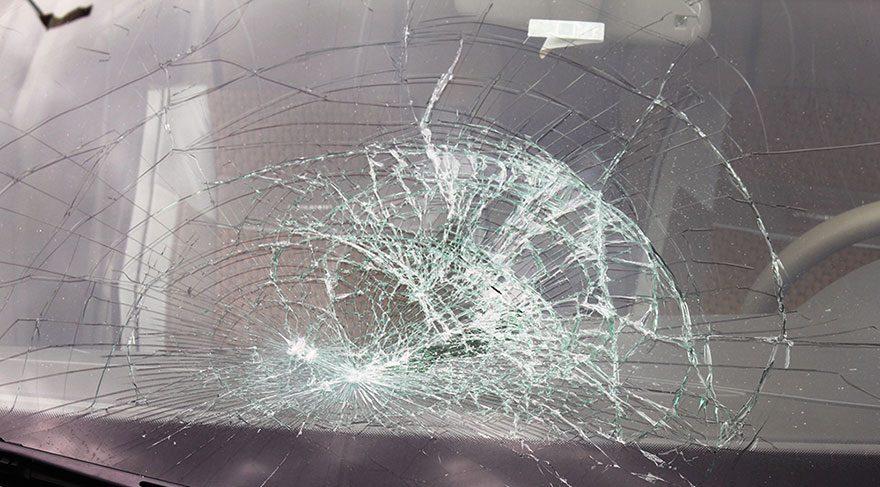 Belediye Başkanı'nın makam aracına taşlı saldırı
