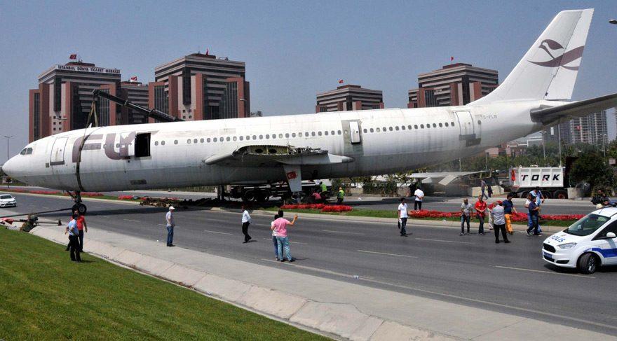 Dikkat yolda uçak var - Son dakika haberleri