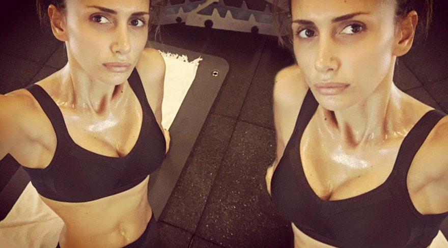 Emina Sandal'dan seksi paylaşım