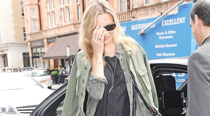 Kate Moss boşanmadan nişanlandı mı?
