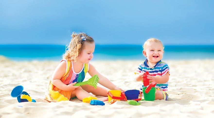 Tatilde çocuğunuzu güneşten korumanın 10 yolu