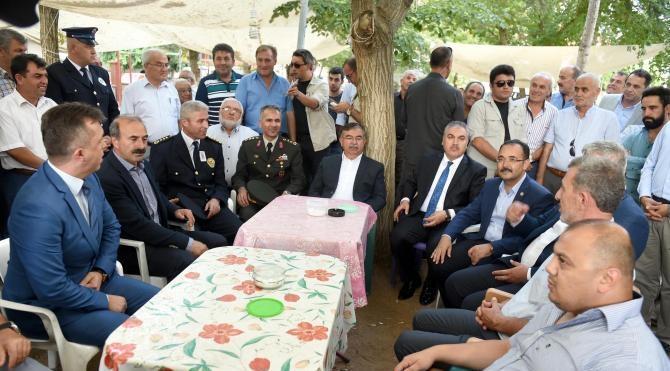 Şehit polisi Uşak'taki köyünden 10 bin kişi uğurladı (2)