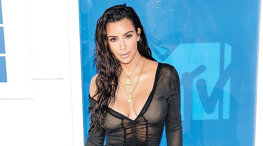 Kim Kardashian öğrencilik yılında çok kopya çekmiş