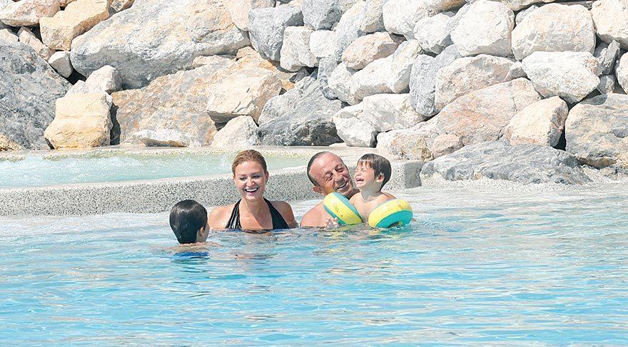 Çocuklarla havuz keyfi