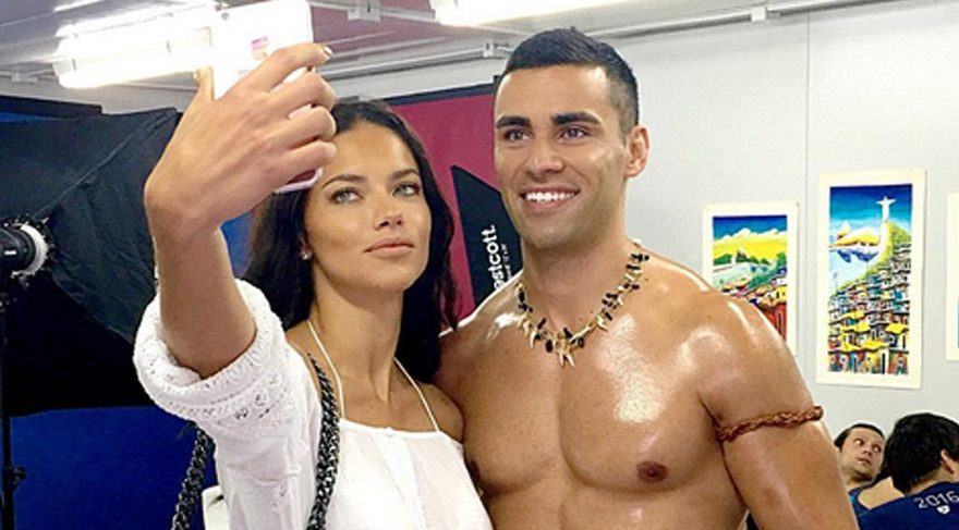 Adriana'dan sportif selfie