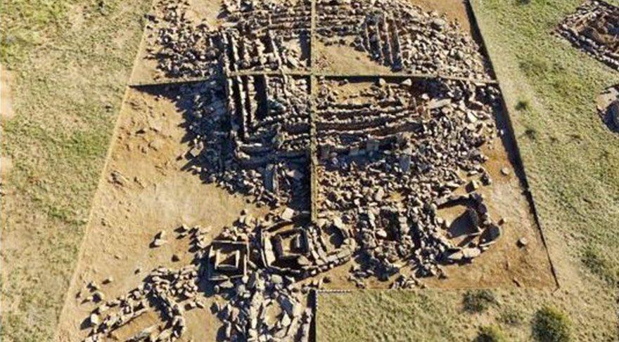 Kazakistan'da 3000 yıllık anıt mezar özelliğinde piramit keşfedildi