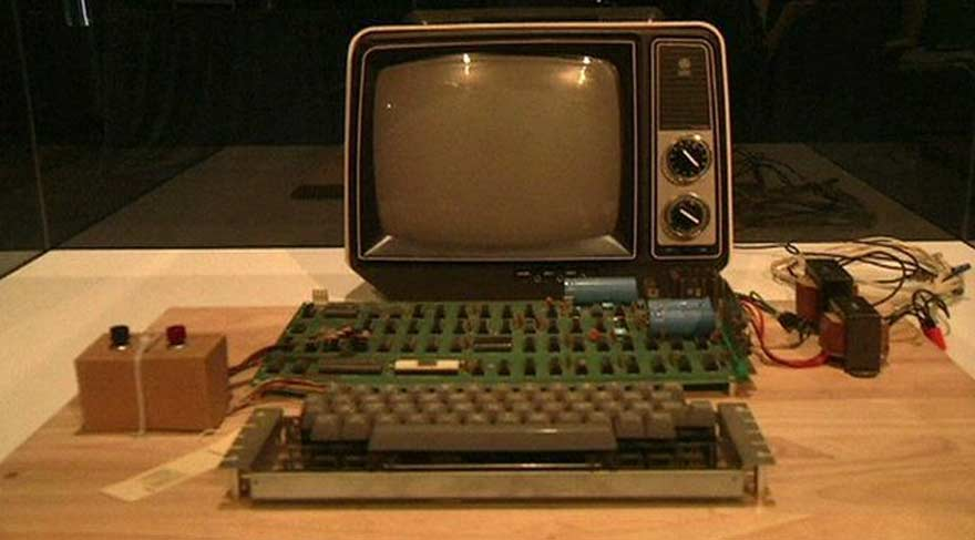 Apple'ın ilk bilgisayarı satıldı