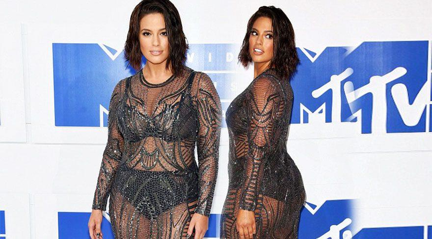 Ashley Graham MTV Video Müzik Ödülleri kırmızı halı görünümü