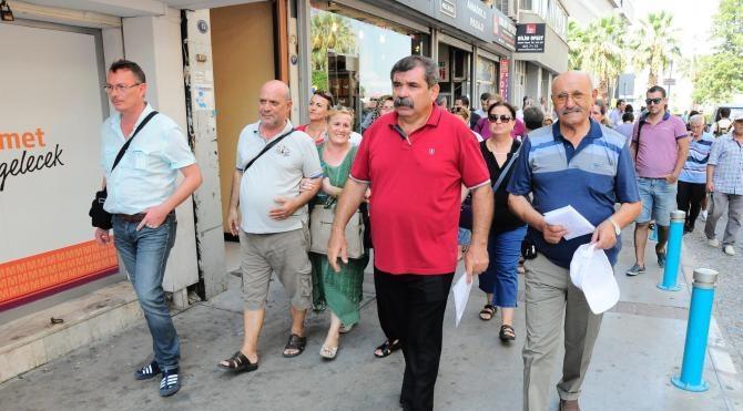 Balıklıova'da yıkılan evlerin sahipleri CHP'li belediye başkanına kına gönderdi