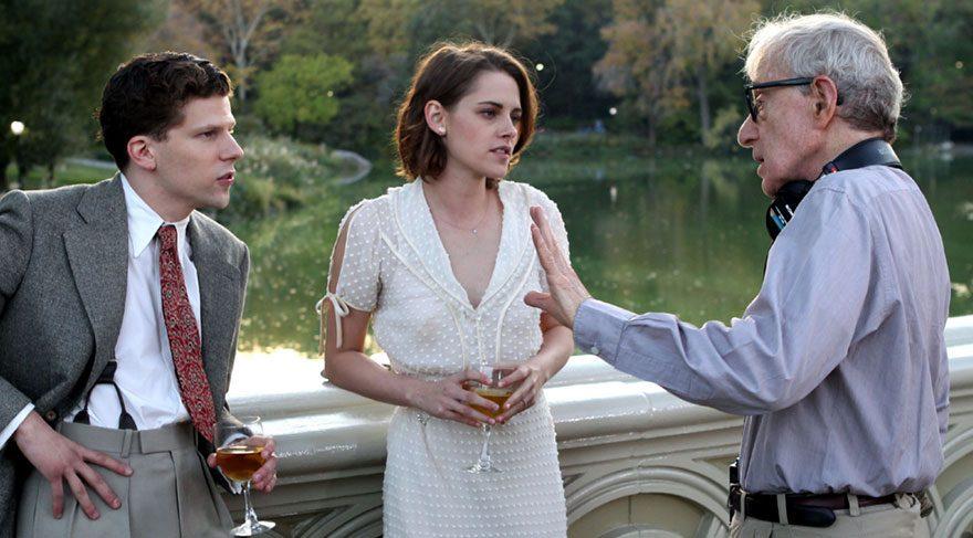Sinema sektöründe kendine bir yer edinmeye hevesli Bobby, evini ve babasının kuyumcusunu terkederek Hollywood'a gelir.