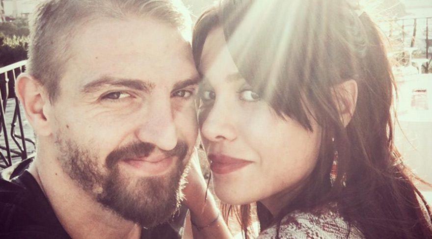 Caner Erkin sevgilisi Şükran Ovalı'ya resmen evlilik teklifi yaptı