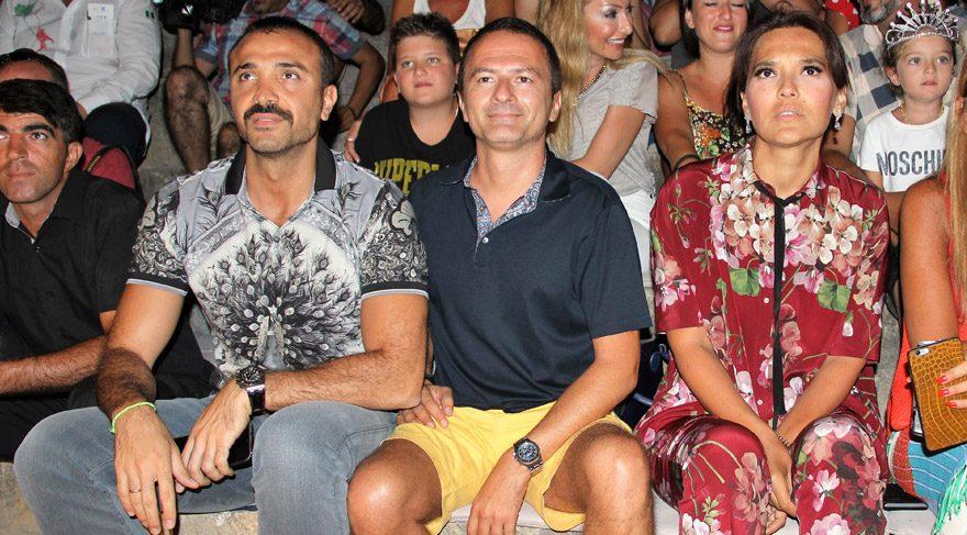 Demet Akalın ve Okan Kurt, Kenan Doğulu konserini ön sıradan izledi.