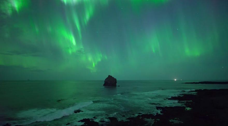 İzlandalı fotoğrafçıdan drone ile çekilen muhteşem Kuzey Işıkları videosu