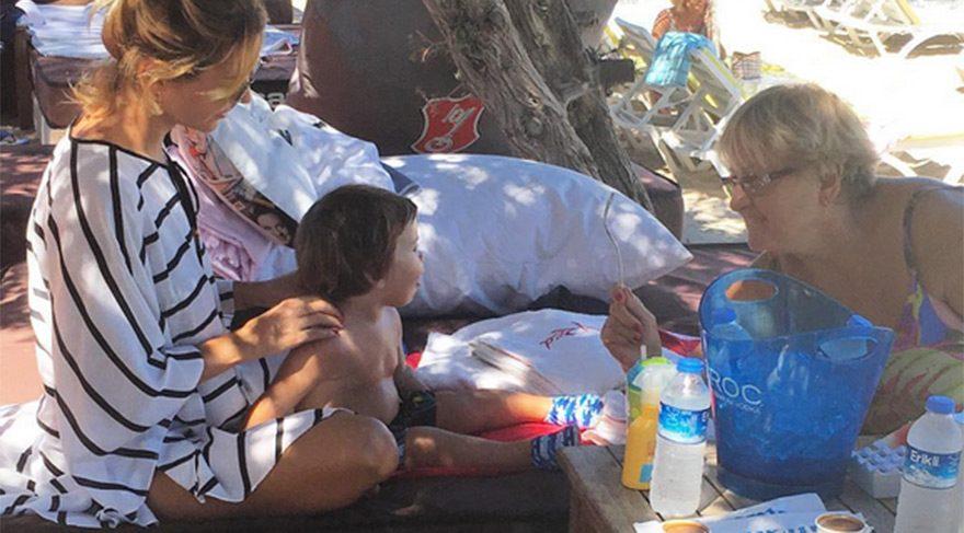 Ece Erken oğlu Eymen'le birlikte tatilin tadını çıkartıyor