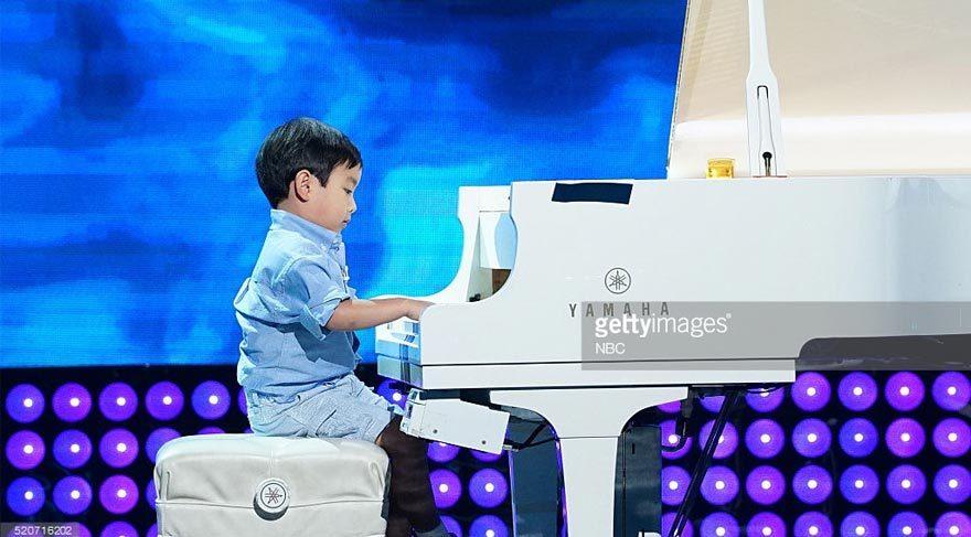 5 yaşındaki piyano dehası göz dolduruyor
