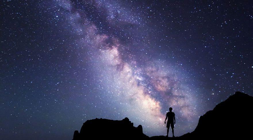 Tüm dünyada gösterildiği tarihte gişe rekorları kıran ve dünyaya çarpacak bir gök cisminin yok edilmesini konu alan 'Armageddon' ve 'Derin Darbe' adlı filmler, 'Apophis' isimli gök cismiyle yeniden gündeme geldi. Adını Mısır mitolojisindeki kötülük tanrısı Apophis'den alan ve 2036 yılında Dünya ile Ay arasından geçerken yüzde 3 oranında Dünya'ya çarpma olasılığı bulunan gök taşı NASA'yı harekete geçirdi.