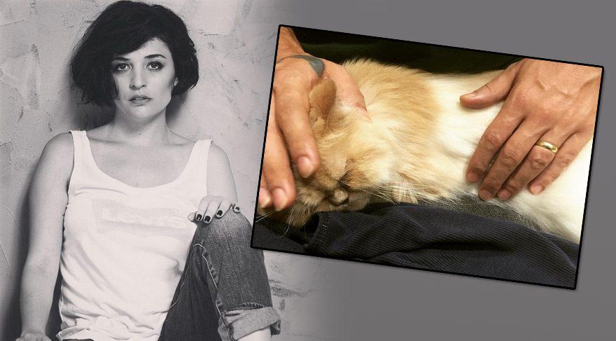 Gonca Vuslateri kedisi için dua istedi