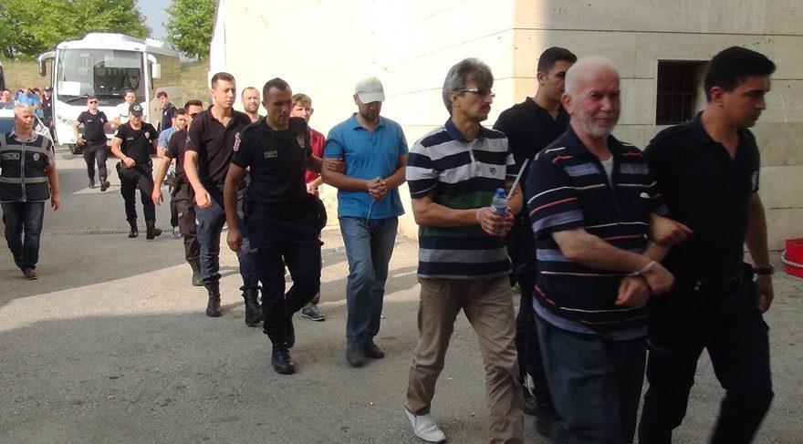 FOTO:DHA -Türkyolu'nun 12 akrabası adliyeye sevk edildi.