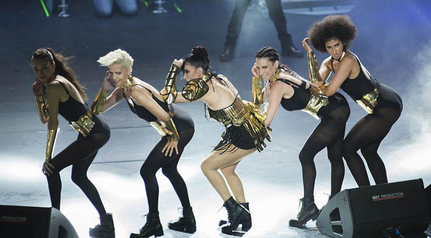 Hande Yener sanki Madonna!