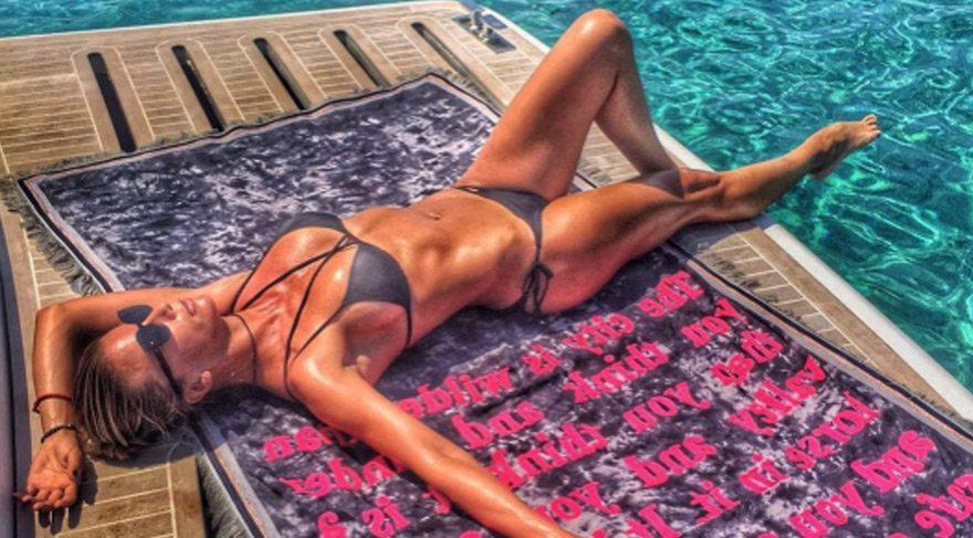 Ivana Sert'ten seksi paylaşım