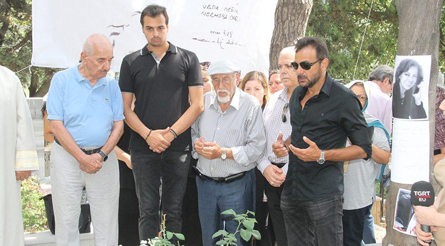 Çolpan İlhan doğum günü 8 Ağustos'ta mezarı başında anıldı