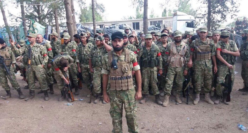 ÖSO'daki Arap kökenli askerler kırmızı bant taktı.