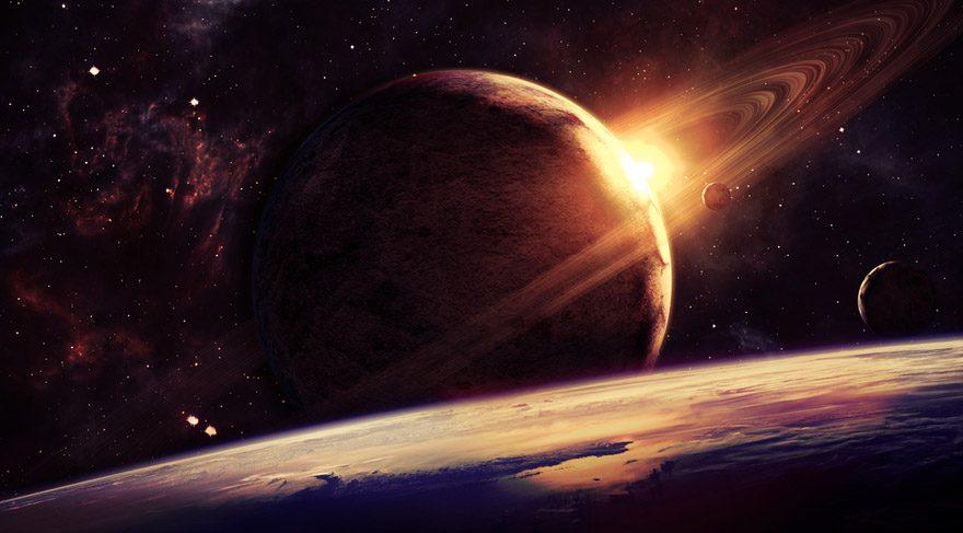 İki kötücül gezegen kol kola