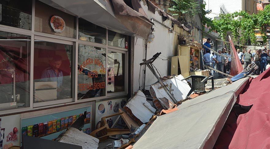 Lokantanın duvarı yemek yiyenlerin üzerine çöktü