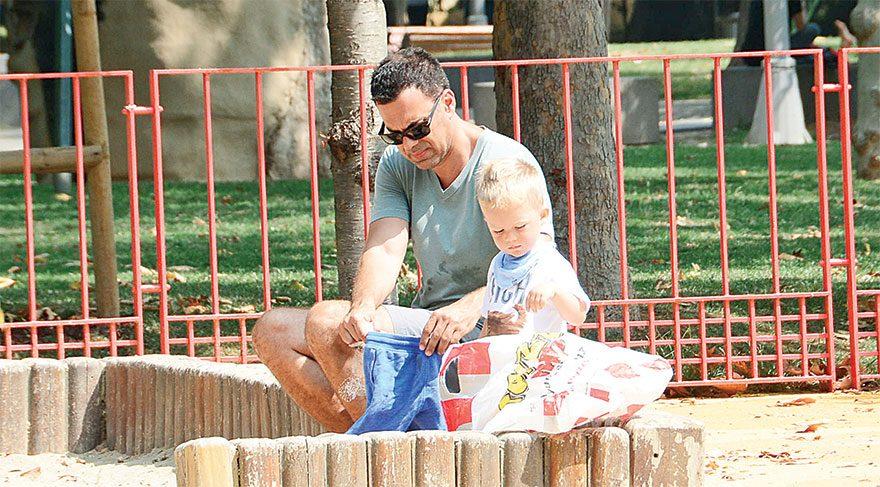 Malkoç Süalp oğlu ile park keyfinde