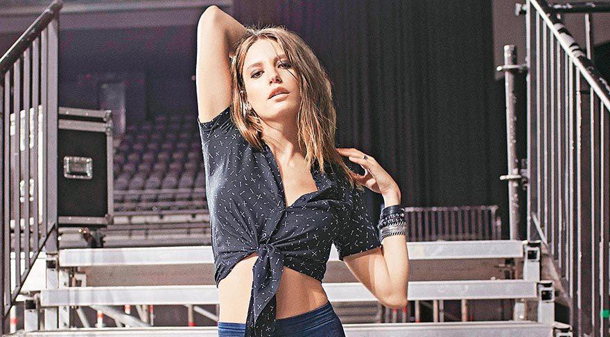 Sevgilisi Kerem Bürsin'le olan aşkı markanın önüne geçtiği gerekçesiyle Türkiye'de güzel oyuncunun yeni partneri İlker Kaleli oldu.